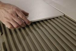 Клей для плитки. Универсальные или специальные клеи для разных поверхностей можно приобрести на Стройсматом. Стройсматом - первый строительный интернет-рынок.