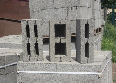 Строительные блоки для стен – современная альтернатива кирпичу.  Цена строительных блоков на Стройсматом. Стройсматом - первый строительный интернет-рынок.