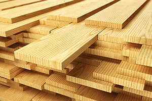 Обрезная доска – это пиломатериал, изготовленный из бревен деревьев преимущественно хвойных пород. Обрезную доску можно купить на Стройсматом. Стройсматом - первый строительный интернет-рынок.
